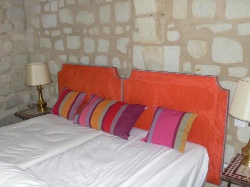 t te de lit cr ation fran aise espace classique bruno moine tapissier d corateur. Black Bedroom Furniture Sets. Home Design Ideas